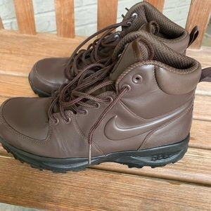 Nike size 8 ACG boots